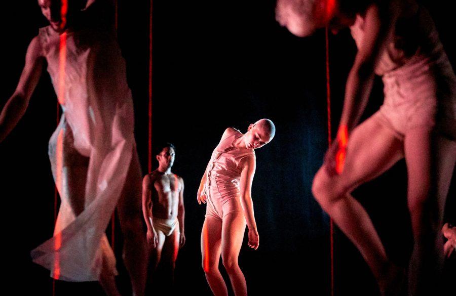 Eve 2050 - oeuvre scénique | Van Grimde Corps Secrets| © Romain Guilbault